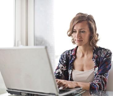 a femal working her online writer job